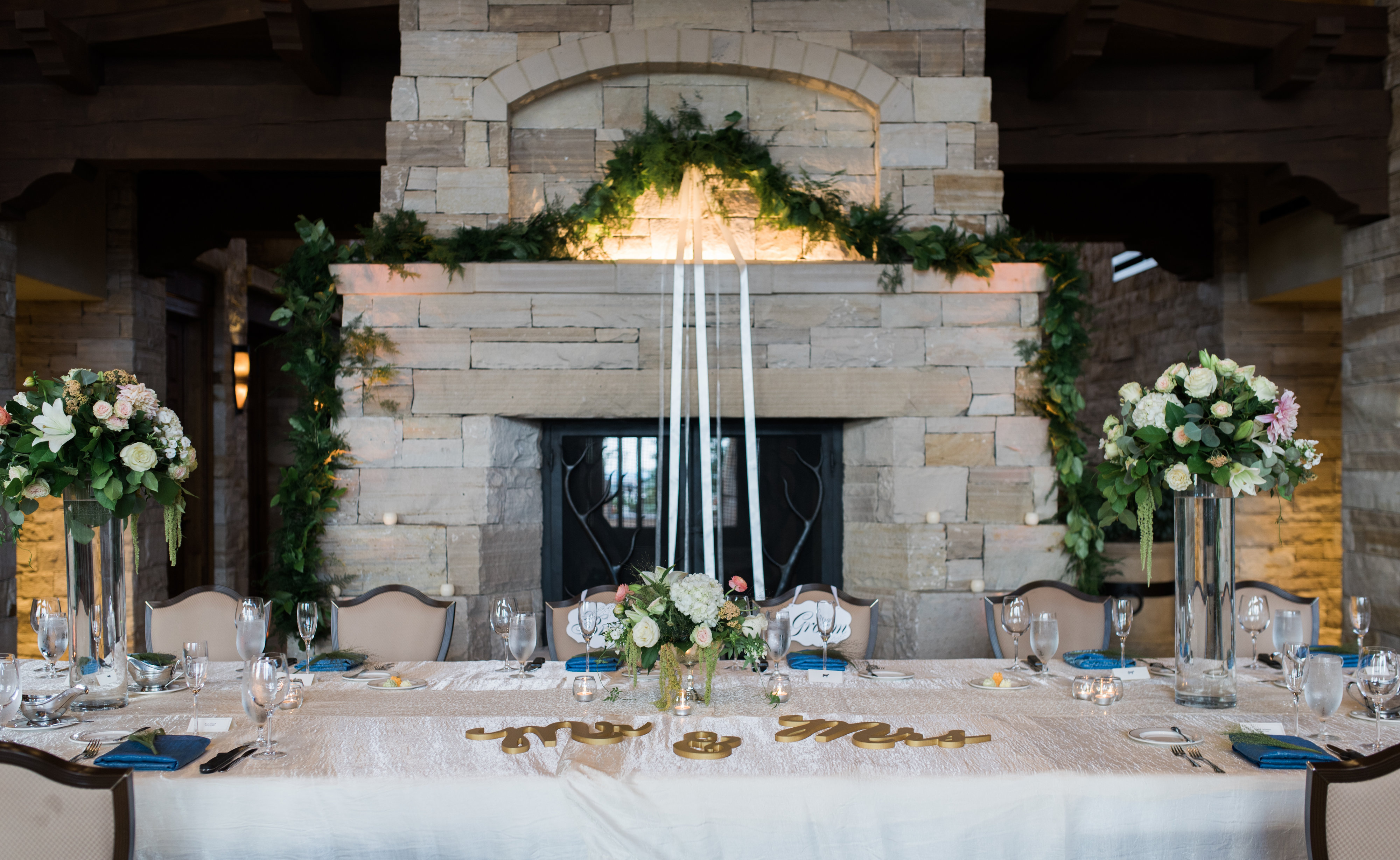 Lovely flowers at a denver colorado golf course wedding amore fiori view more httpaliandgarrettssgina tommy junglespirit Images