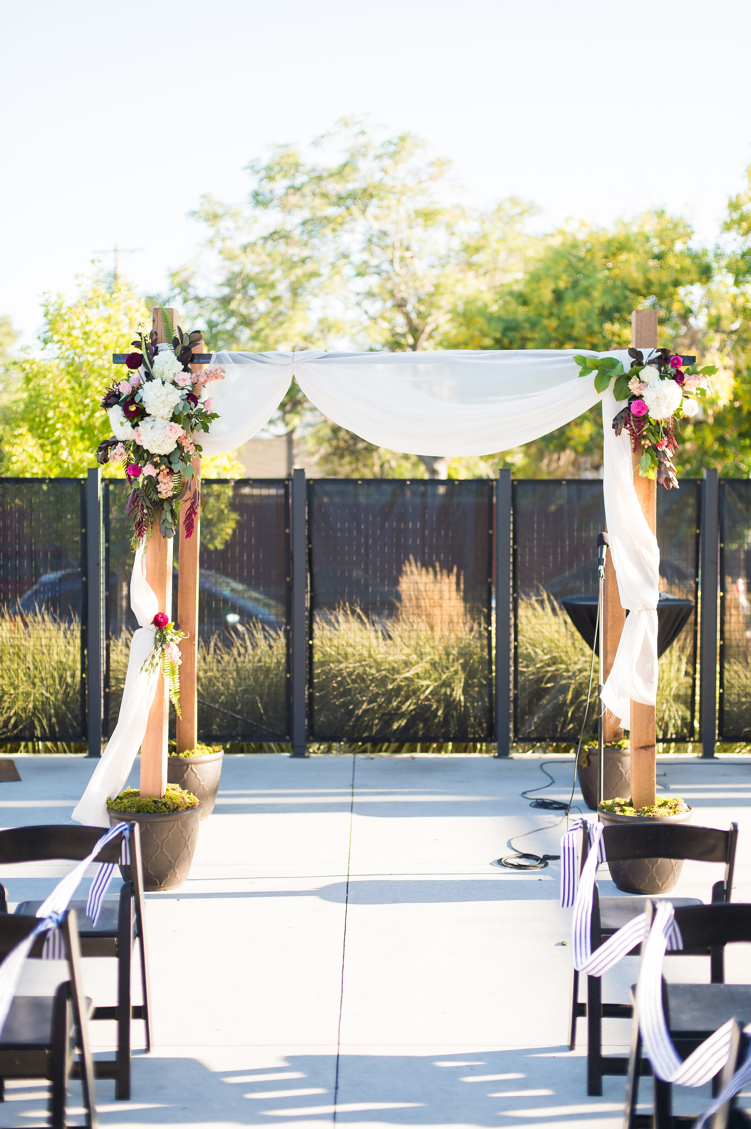 a september wedding at the space gallery in denver colorado amore fiori. Black Bedroom Furniture Sets. Home Design Ideas